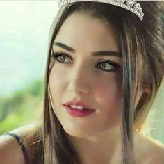 Hande Erçel. Beautiful Girl Image, Beautiful Eyes, Most Beautiful Women, Simply Beautiful, Turkish Beauty, Stylish Girl, Woman Crush, Beautiful Actresses, Pretty Face