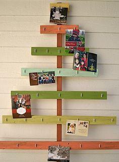 Adorava o tempo em que recebíamos Cartões de Natal!!! Lembro que a árvore de natal já tinha lugar reservado para expor todos os cartões rec...