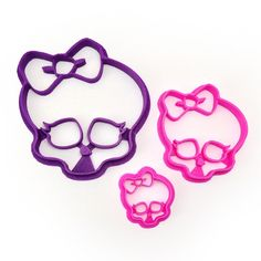 The Monster High Large 'Skullette' Logo - as a Cookie Cutter! Perfect for Monster High themed birthdays and other parties. This design is available in 3 size