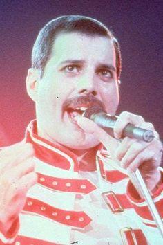 Een notitieschrift van wijlen Freddie Mercury, zanger van de Britse popgroep…