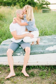 Sweet kisses: http://www.stylemepretty.com/2015/07/29/casual-chic-new-jersey-engagement-session/ | Photography: Love & Light - http://www.loveandlightphotographs.com/