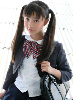 ジュニアアイドル_制服_パンチラ:エロ画像ぽろり11