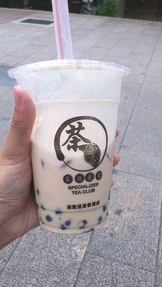 珍珠奶茶  (pearl milk tea, boba milk tea)