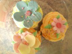 Gum Paste Flower Cup Cakes