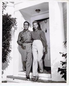 Betty-Bacall-lauren-bacall-with husband Humphrey Bogart Golden Age Of Hollywood, Vintage Hollywood, Hollywood Stars, Classic Hollywood, Hollywood Glamour, Lauren Bacall, Hollywood Couples, Hollywood Celebrities, Celebrity Couples