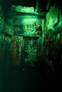 Youre are piece of art. Verde Aqua, Dark Green Aesthetic, Neon Licht, Green Pictures, Slytherin Aesthetic, Street Graffiti, Green Wallpaper, Green Photo, Shades Of Green