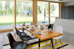 Honka Lumi - Ruokailutila Eames, Home Kitchens, Home Furnishings, Conference Room, New Homes, Dining, Table, Furniture, Home Decor
