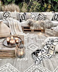 Textiles play a major role in making any interiors or exterior beautiful. Our Earthy tone REMY kilim looks beautiful even in outdoors. The Faith blanket & pillow adds a cool monochrome vibe to this textile heaven. #rug #teppich #pillow #blanket #home #styling #homeinspo #decor #kilim #rugideas #housebeautiful #handmaderug #apartmenttherapy #beckiowens #elledecor #domino