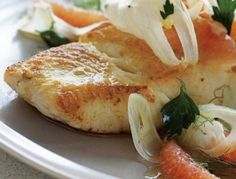 Roasted Halibut Fillet with Grapefruit Fennel Salsa Recipe - Eat Well and Stay Healthy Grapefruit Recipes, Fennel Recipes, Grapefruit Diet, Spicy Recipes, Fish Recipes, Seafood Recipes, Mojo Sauce Recipe, Salsa Recipe, Pan Fried Flounder