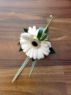 The boys might need buttonholes like this, a nice big fat daisy.