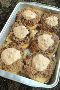 These Oven Baked Cheeseburgers will have your guest begging for more. Serve these up all year long with your favorite toppings and a side of chips and salsa. My girls love these just how they ar… Oven Hamburgers, Cooking Turkey Burgers, Cheeseburgers, Beef Recipes, Cooking Recipes, Hamburger Recipes, Easy Recipes, Recipies, Kitchens