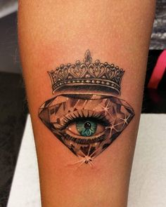Usually, crown tattoos are opted by couples but this doesn't mean that singles cannot try them. The meaning of the crown tattoo is simple – You are the king or queen of your world. Dope Tattoos, Badass Tattoos, Skull Tattoos, Body Art Tattoos, Hand Tattoos, Sleeve Tattoos, Crown Tattoos, Tattoo Girls, Girl Tattoos