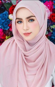 Fajar Rudin's media content and analytics Arab Girls, Arab Women, Muslim Girls, Muslim Fashion, Hijab Fashion, Girl Fashion, Fashion Muslimah, Style Fashion, Beautiful Muslim Women