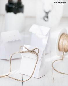 Love these little scallop edge paper gift bags which could easily be made in contrasting paper. Tied up with twine is 100%