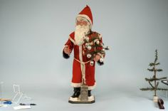 2332: LARGE SANTA NODDER STORE DISPLAY FIGURE : Lot 2332