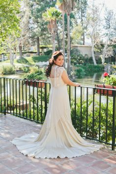 Intimate chic wedding at Westlake Village Inn: http://www.stylemepretty.com/2014/08/06/intimate-chic-wedding-at-westlake-village-inn/ | Photography: http://www.onelove-photo.com/