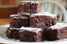 Chocolate gingerbread bars via delishdish Gingerbread, Paleo, Sweets, Dishes, Chocolate, Tej, Desserts, Cukor, Food