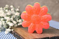 Learn how to make essential oil soap with moisturizing properties and a pink grapefruit scent. It's easier than you think! Homemade Essential Oils, Making Essential Oils, Diy Beauty Crafts, Oil Safe, Bath Melts, Aromatherapy Oils, Pink Grapefruit, Lotion Bars, Soap Recipes