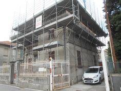 Lavori per il restauro conservativo e il migliuoramento della coibentazione termica di una villa storica a Gallarate (Va).