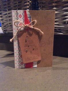 Kerstkaart met reststukjes papier.