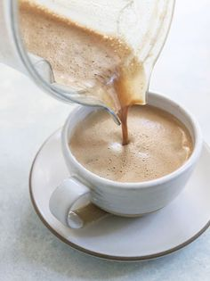 This vegan latte recipe is made with just 3 ingredients, using brewed coffee you can make at home. It's naturally dairy-free and is ready in minutes using your blender! Sweetened with dates, if you like a lightly sweetened latte. Delicious Vegan Recipes, Gourmet Recipes, Whole Food Recipes, Yummy Food, Recipes With Dates Vegan, Vegan Meals, Healthy Recipes, Dairy Free Latte, Latte Recipe