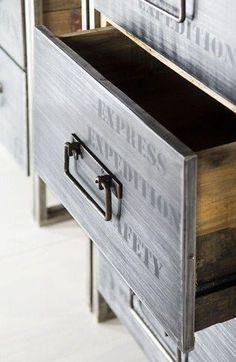 Авторская мебель из переработанного хлама