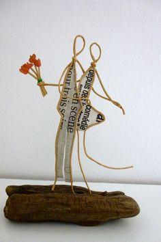 Les amoureux - figurine en ficelle et papier : Accessoires de maison par ficelleetpapier Sculptures Sur Fil, Wind Sculptures, Save Water Drawing, Hobbies And Crafts, Arts And Crafts, Origami And Quilling, Diy Accessoires, Scrap Metal Art, Funky Jewelry