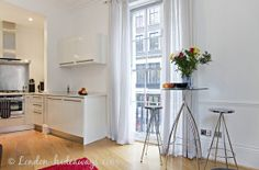 After a full day sightseeing, enjoying the vibrant life offered by London's West End and returning to this charming apartment Covent Garden, West End, One Bedroom, Relax, Vibrant, Pearl, London, Luxury, Table