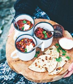 This is a cross between a Mexican mole and a vegetarian chilli recipe. Strong, dark chocolate adds richness while walnuts add crunch. Chilli Recipes, Veggie Recipes, Mexican Food Recipes, Vegetarian Recipes, Cooking Recipes, Vegetarian Chili, Vegetarian Wedding Food, Veggie Food, Vegetarian Chocolate
