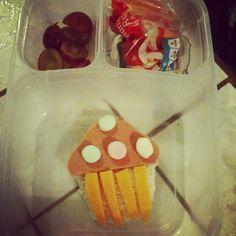 Mis creaciones: cupcake con pan, jamón y queso cheddar, decorado con mini marchmellows.