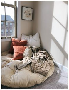 Pillow Corner, Bedroom Corner, Room Ideas Bedroom, Bedroom Decor, Pillow Room, Bedroom Nook, Bedroom Small, Decor Room, Pillow Talk