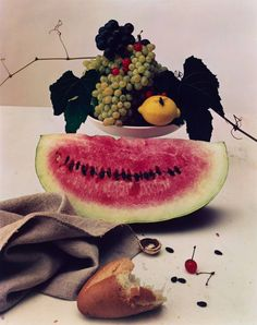 Irving Penn, Still Life with Watermelon, New York, 1947 © Condé Nast Glass Photography, Still Life Photography, Photography Flowers, Photography Lighting, Abstract Photography, Film Photography, White Photography, Landscape Photography, Photography Ideas