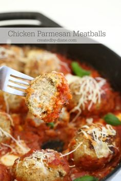 ground chicken helps make this recipe easy and ready in minutes. Just toss a few ingredients in a bowl and you're almost done (Italian Chicken Meatballs) Turkey Recipes, New Recipes, Dinner Recipes, Cooking Recipes, Healthy Recipes, Favorite Recipes, Dinner Ideas, Skillet Recipes, Meal Ideas