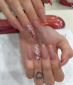 Try some of these designs and give your nails a quick makeover, gallery of unique nail art designs for any season. The best images and creative ideas for your nails. Rose Gold Nails, Nude Nails, White Nails, Coffin Nails Long, Long Nails, Coffin Nails Glitter, Painted Acrylic Nails, Acrylic Nails Coffin Glitter, Sparkle Nails