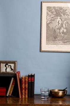 """Arbeitszimmer in """"Gustav"""". Die Farbe ist weniger kühl, als sie auf den ersten Blick wirkt und schafft eine sehr beruhigende Arbeitsatmosphäre."""