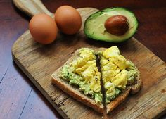 Healthy Motivation : 15 Breakfast Meals for a Flat Stomach ~ Easy egg recipes - Health Cares Easy Egg Recipes, Whole Food Recipes, Eat Clean Recipes, Clean Eating Recipes For Dinner, Clean Foods, Simple Avocado Recipes, Clean Earing Recipes, Healthy Recipes With Avocado, Healthy Cooking Recipes