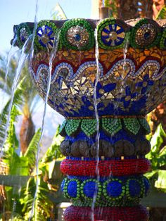 beautiful mosaic fountain. get out.your.beads,glass and old jewelry and make your own:-)