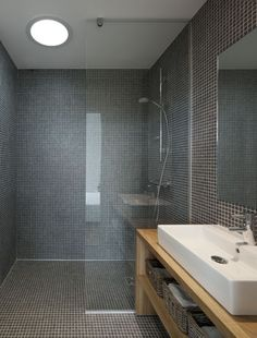 Hmmmm - wet room for the ensuite?? Like the idea of glass partitioning to stop everything getting wet