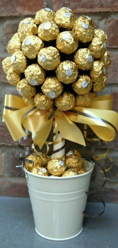 Amelinha baptism DIY Ferrero Rocher Gift Ideas – Edible Crafts Business Wear News You Can Use The tr Golden Wedding Anniversary, Anniversary Parties, 50th Wedding Anniversary Party Ideas, 50 Anniversary Gift Ideas, 50th Wedding Anniversary Decorations, 50th Anniversary Cakes, Ferrero Rocher Gift, Ferrero Rocher Bouquet, Bar A Bonbon