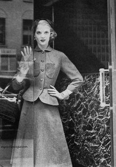 Harper's Bazaar September 1951 - photo by Karen Radkai