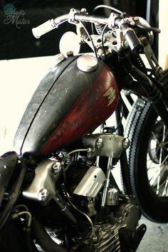 "Custom Harley-Davidson EL/FL ""Knucklehead"" 1936-1947 | Narrowed OEM split tanks"