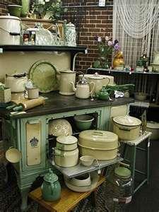 vintage kitchen enamelware old stove display Kitchen Stove, Old Kitchen, Green Kitchen, Kitchen Items, Country Kitchen, Kitchen Dining, Kitchen Decor, Kitchen Display, Kitchen Ware