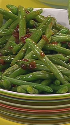 Green beans are a Thanksgiving day must-have. Learn from Rachael how to make this simple side dish suitable for a grand feast!