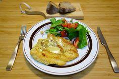 晩御飯はポレンタ衣のクリスピーチキンにカレー粉アンチョビ生クリームブルサンチーズで作ったカレーソースカレーソースに何か足りないなぁーと思ってブルサンチーズ入れたらスゲェうまいソースになった #meallog #food #foodporn #cooking #tw
