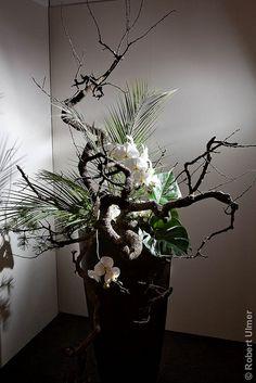 Ikebana by desiree Arte Floral, Deco Floral, Floral Design, Ikebana Flower Arrangement, Ikebana Arrangements, Floral Arrangements, Japanese Flowers, Japanese Art, Flower Show