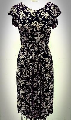 Vintage Dress with bow pattern.  #vintage #dress #pattern