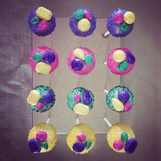 thecakeballersFancy sparkled jewel cake pops! Let's party!! www.cakeballers.com #thecakeballers #cakeballers #cakepops #boiseballers #eatmorecakeballs #popandlock #cake #purple #gold #hotpink #gotballs #weballcake Delete Comment