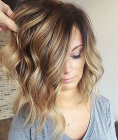 《 favorite balayages》 H O N E Y LOB ❤ ( The melt from the root shadow to the honey is so gorgeous)