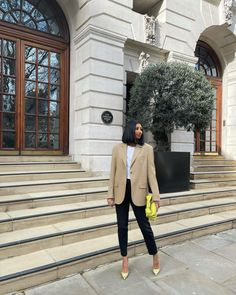 Office Outfits, Fall Outfits, Camel Blazer, Grown Women, Oversized Blazer, Winter Looks, Cloth Bags, Aesthetic Fashion, White Tees
