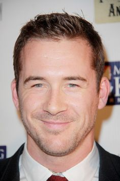 I want to dance with Barry Sloane... Mmm my up and coming Bruce Willis ;)